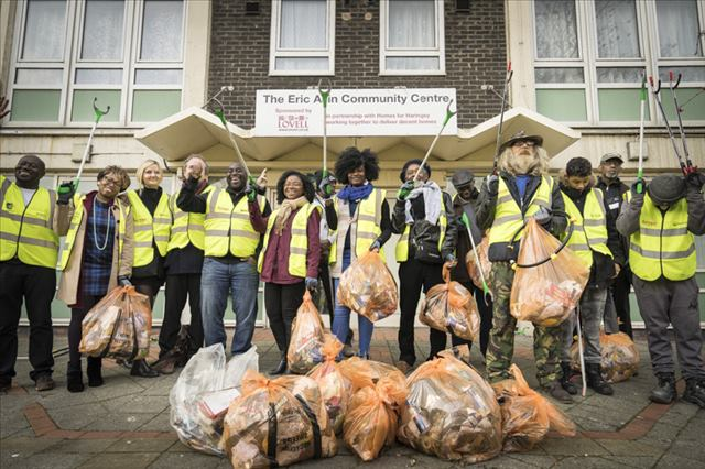 Community clean-up at North Tottenham Safety and Wellbeing event